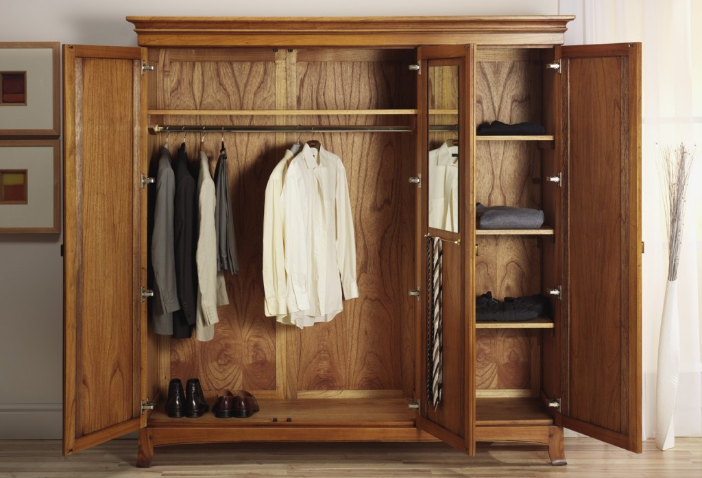 lincoln-solid-ash-3-door-triple-wardrobe-oak-furniture-uk-tips-preparing-wardrobe-that-makes-them-always-look-charming-and-glamorous-1024x697[1]